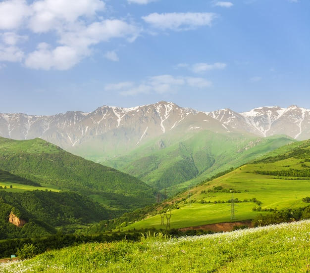 Paysage avec montagnes et ciel