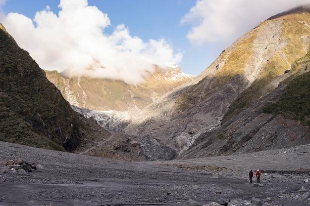 Paysage de montagnes énormes