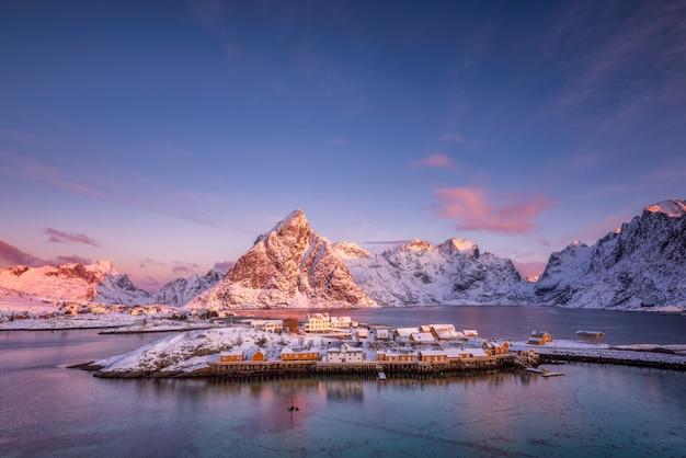 Paysage de montagnes en hiver