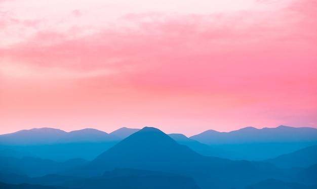 Paysage de montagnes pittoresques