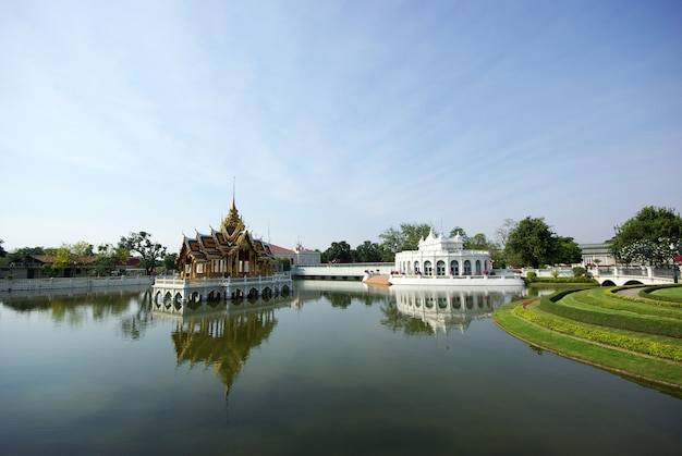 Paysage naturel avec palais thaïlandais