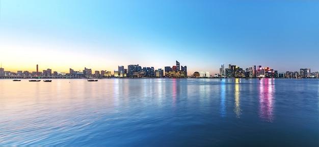 Paysage nocturne de la belle ville de hangzhou, chine