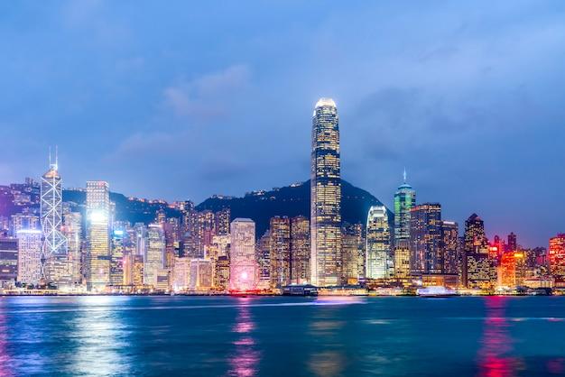 Paysage nocturne et horizon de l'architecture urbaine à hong kong