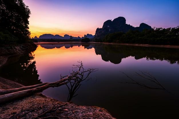 Paysage de nong talay à l'aube, krabi