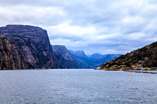 Paysage norvégien : la mer du nord et le fjord