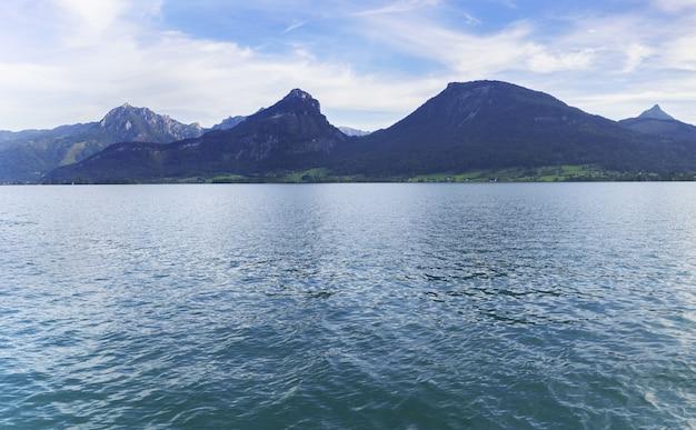 Paysage panoramique du lac wolfgang le matin , st. wolfgang im salzkammergut , autriche