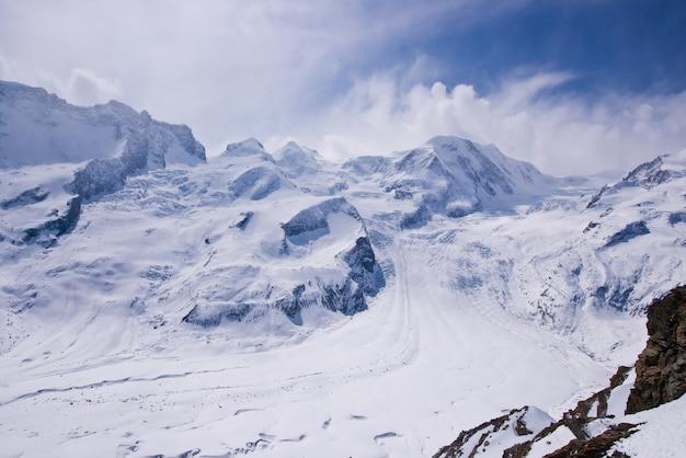 Paysage de parcours de ski au cervin, suisse