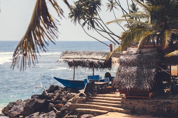 Le paysage plage sur l'océan beau paysage océan et palmiers