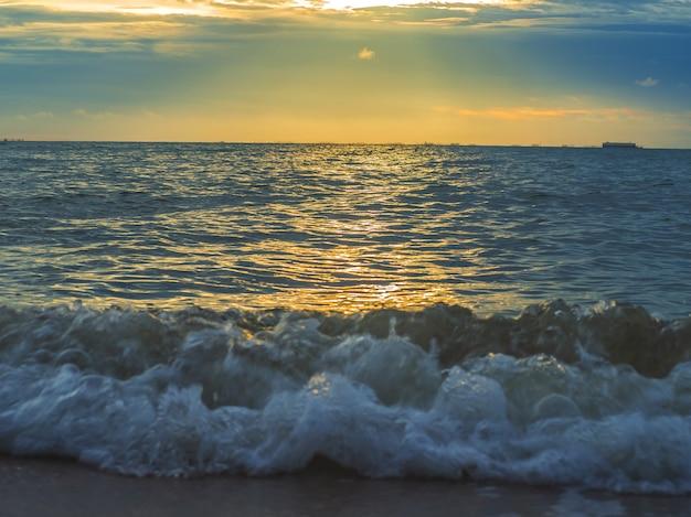 Paysage de plages avec mer, pattaya, thaïlande