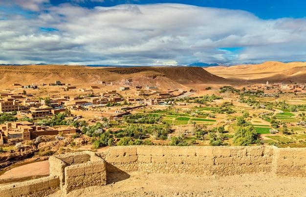 Paysage près du village d'ait ben haddou au maroc, afrique du nord