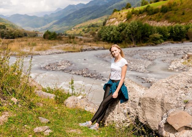 Paysage de rivière de montagne.
