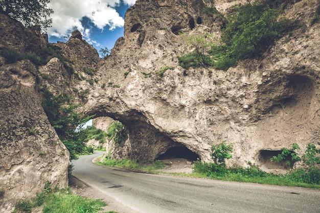 Paysage rocheux avec route