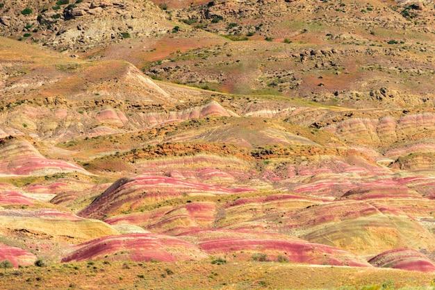 Paysage de steppe complexe du monastère de david gareja. célèbre site historique de kakheti, géorgie.