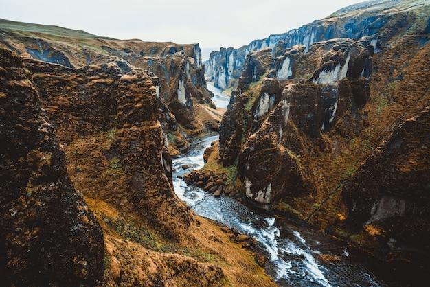 Paysage unique de fjadrargljufur en islande.