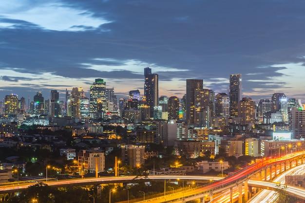 Paysage urbain et bâtiment de la ville dans la journée de gratte-ciel de bangkok