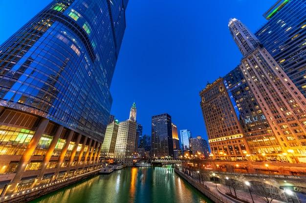 Paysage urbain de chicago riverwalk river side, skyline du centre-ville des états-unis, architecture et bâtiment
