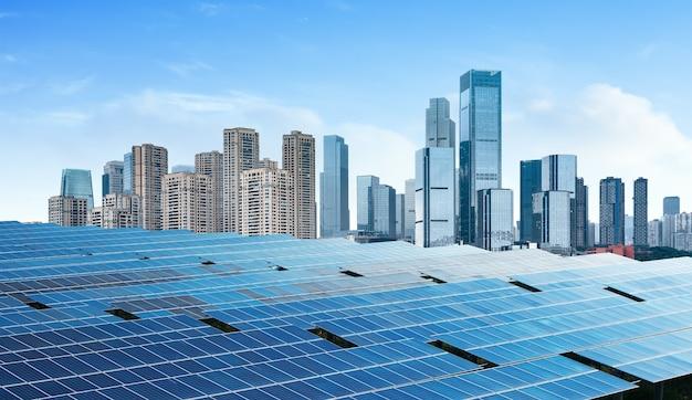 Paysage urbain de chongqing, monuments et panneaux solaires