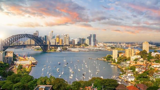 Paysage urbain du centre-ville de sydney en australie au coucher du soleil