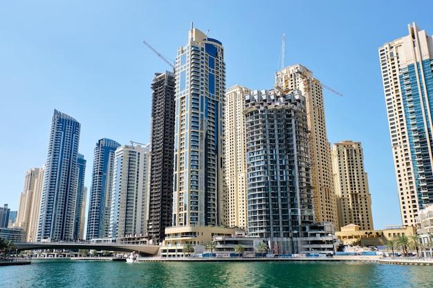 Paysage urbain de dubaï avec des bâtiments