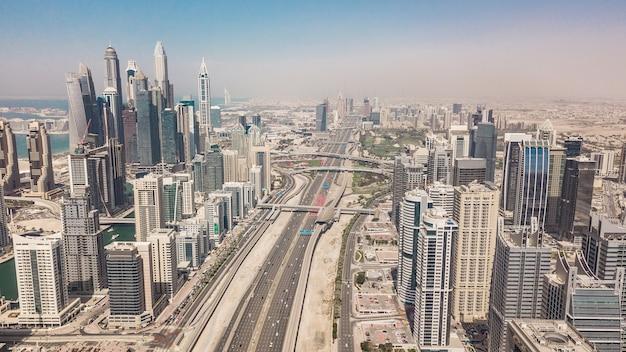 Paysage urbain de dubaï, émirats arabes unis. vue aérienne