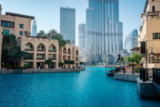 Paysage urbain en été. scène panoramique, dubaï.