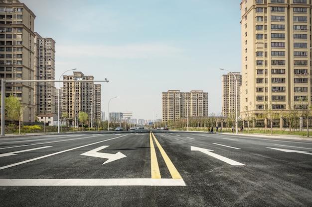 Paysage urbain avec de hautes maisons