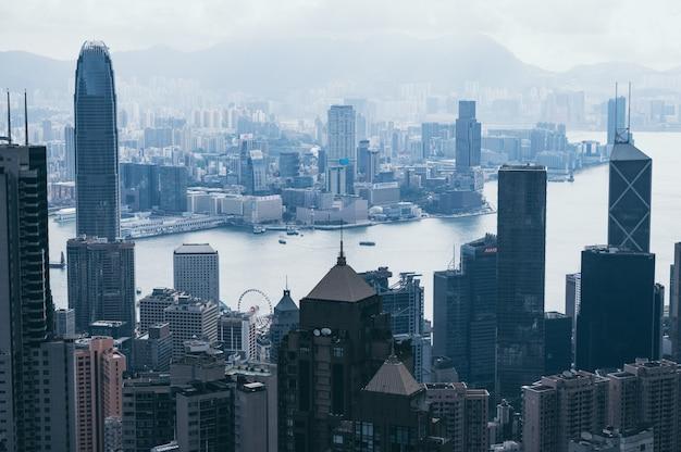 Paysage urbain de hong kong, vue depuis les montagnes