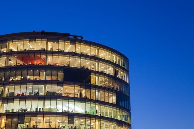 Paysage urbain d'immeuble de bureaux de londres pour le concept d'entreprise