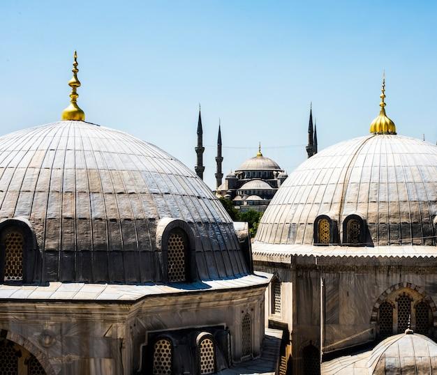 Paysage urbain d'istanbul avec sainte-sophie et la mosquée bleue