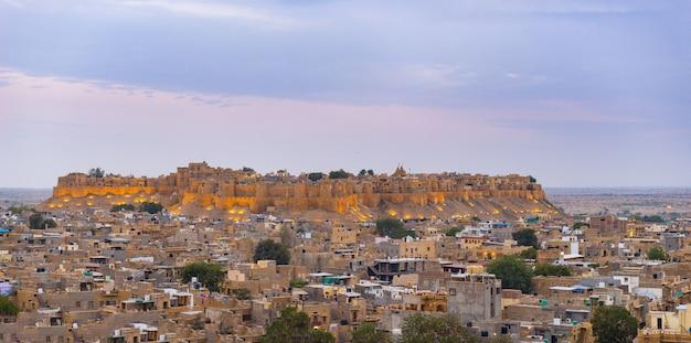 Paysage urbain de jaisalmer au crépuscule