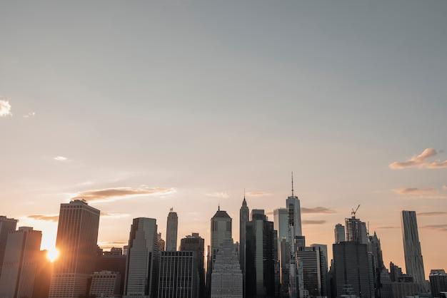 Paysage urbain de manhattan au crépuscule