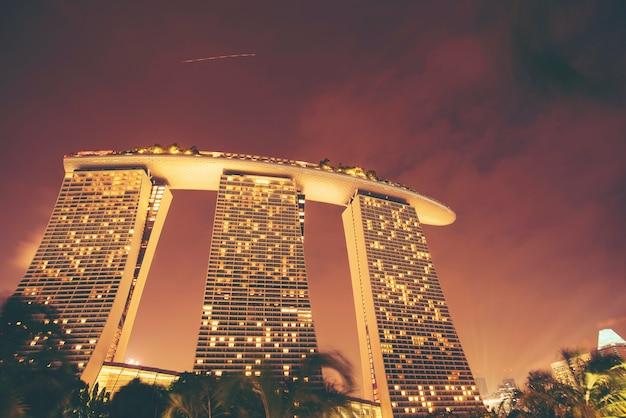 Paysage urbain de singapour au crépuscule. paysage de singapour bâtiment d'affaires moderne