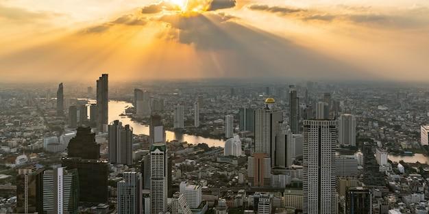 Paysage urbain et toits de la ville de bangkok, thaïlande.