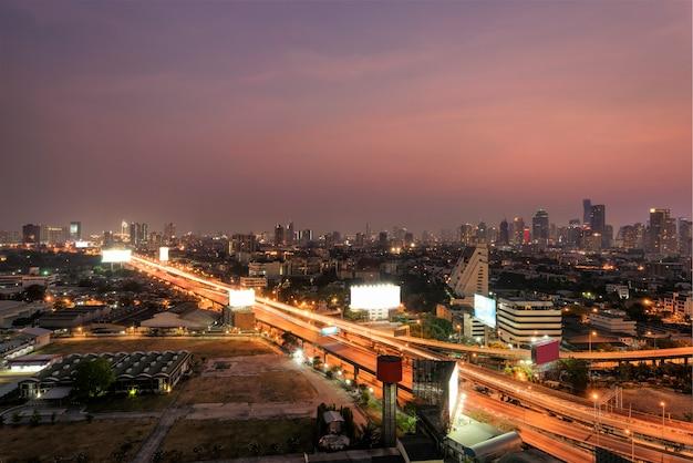 Paysage urbain de la ville de bangkok dans la nuit