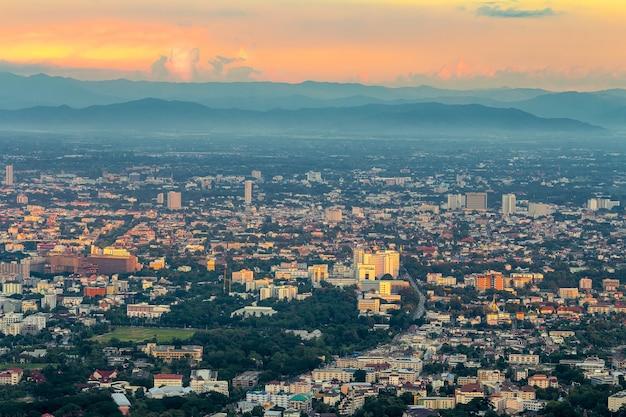 Paysage urbain de la ville de chiang mai, thaïlande du point de vue