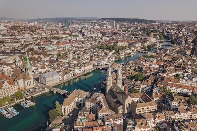 Paysage urbain de zurich, la plus grande ville de suisse. vue aérienne