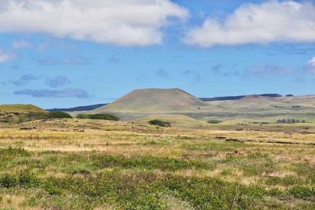 Le paysage avec le volcan sur l'île de pâques au chili