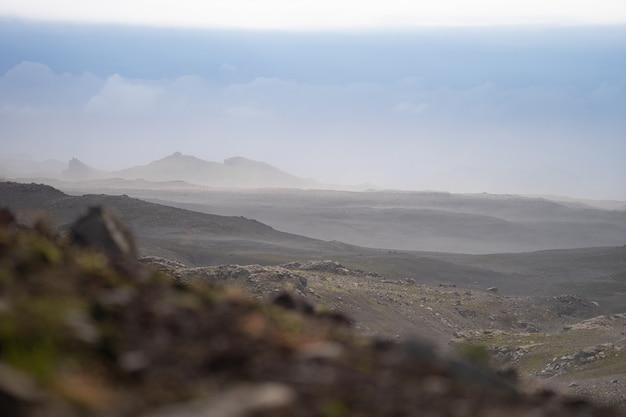 Paysage volcanique sur le sentier de randonnée fimmvorduhals. islande.