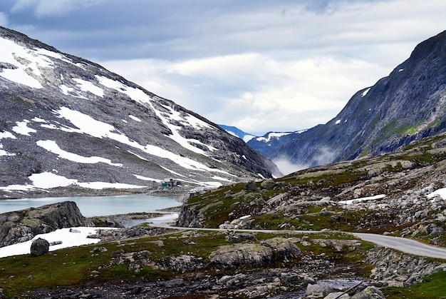 Paysages à couper le souffle de la belle atlanterhavsveien - atlantic ocean road, norvège