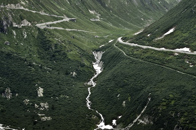 Paysages fascinants des belles montagnes vertes