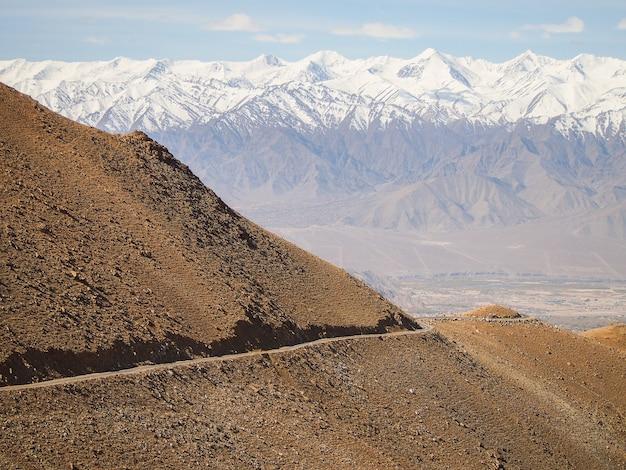 Paysages de montagne et routes de haute montagne