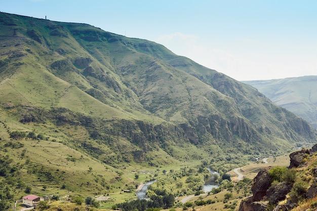 Paysages naturels dans les montagnes de géorgie
