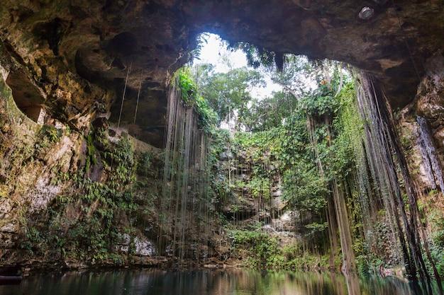 Paysages naturels insolites - ik-kil cenote, mexique