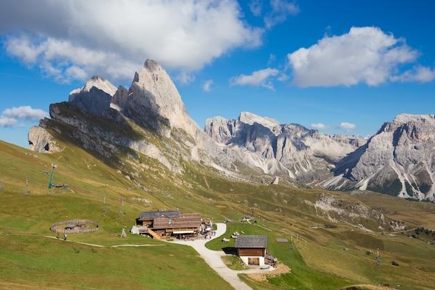 Peak seceda hills of odle group à val gardena dolomites italie