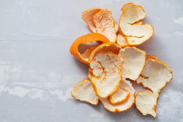 Peau d'orange sur fond de céramique grise