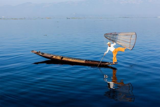 Pêcheur birman au lac inle, myanmar