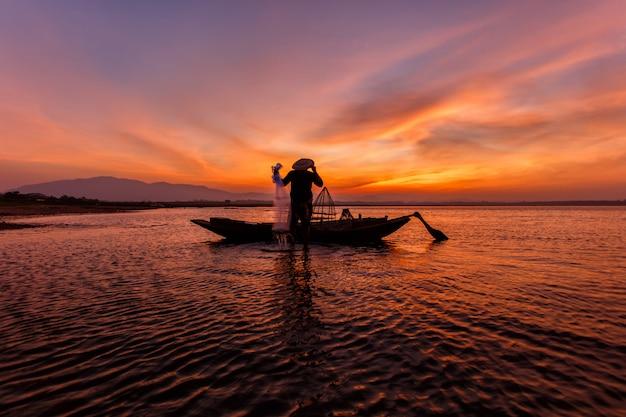 Pêcheurs, jeter filet, pêche, lac, inle