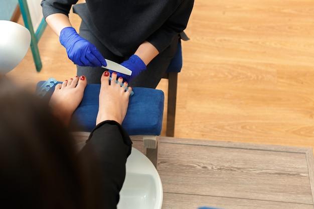 Pédicure en salon de beauté