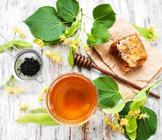Peigne à miel, thé et fleurs de tilleul