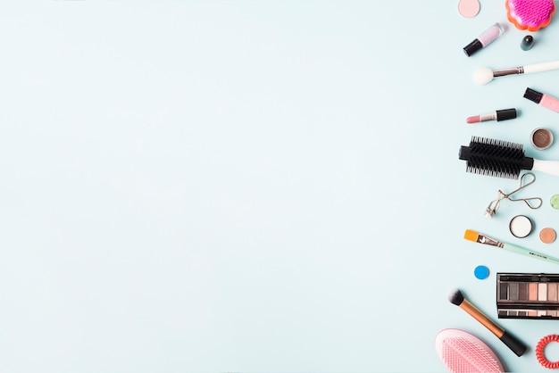 Peignes et fournitures de maquillage